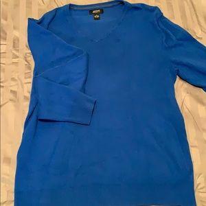 V neck- light sweater